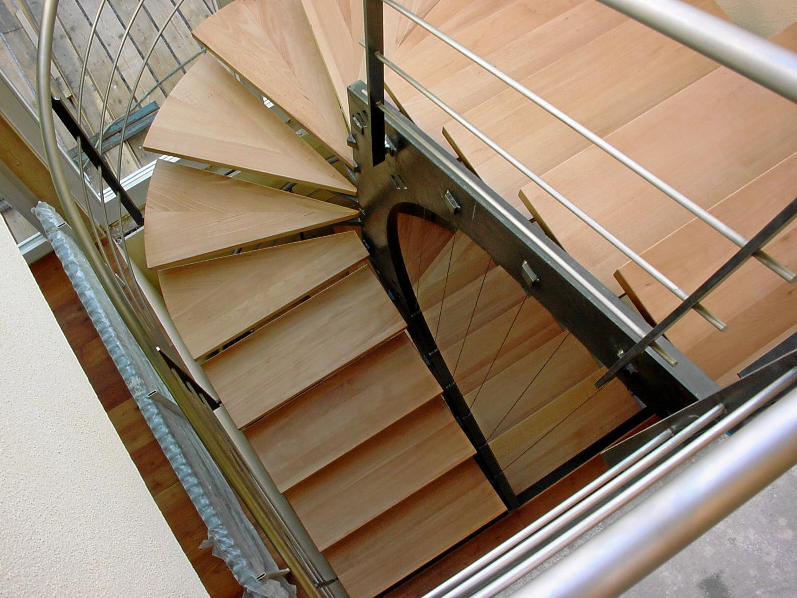 die treppe von oben ich sch tze die klare geometrie ohne verzogene stufen metallatelier gmbh. Black Bedroom Furniture Sets. Home Design Ideas